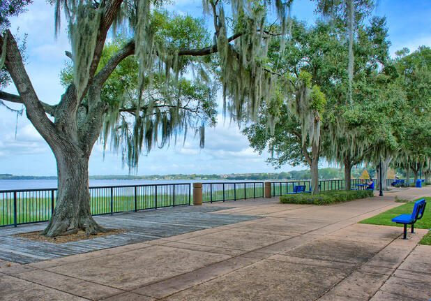 Clermont_Florida_downtown_waterfront_park.jpg