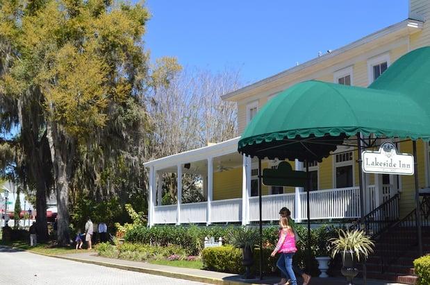 Lakeside_Inn_Popular_Downtown_Mount_Dora_Florida_Landmark.jpg