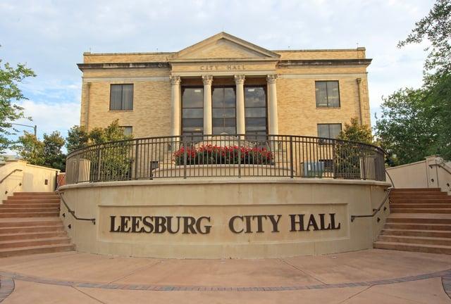 Leesburg_Florida_City_Hall.jpg
