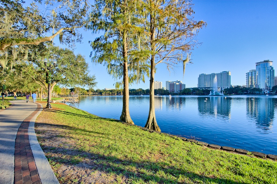 lake_eola_near_popular_homes_for_sale_for_those_moving_to_orlando_florida.jpg