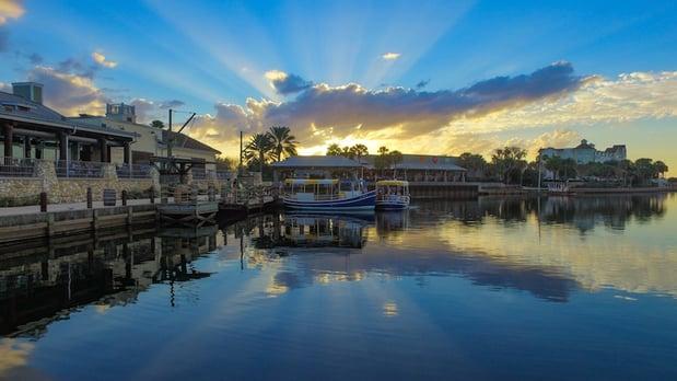 Lake_Sumter_landing_in_The_Villages_Florida.jpg