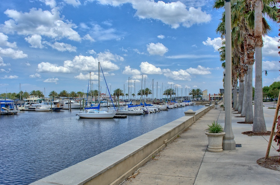 Living_in_Sanford_Lake_Monroe.jpg